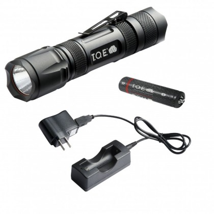 Lampe tactique rechargeable T.O.E. Tactical Light - 220 Lumens